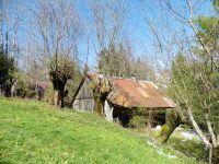 Sur le site de la mine. Plus loin, le chalet de Thoron et les Bochettes.