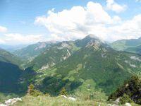 Depuis le sommet, le Jalouvre, la pointe de Puvat, le col des Aravis.
