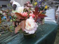 Harmonie blanche et rose, bleus et jaune et rose et pourpre très réussie. Le Physocarpus opulifolius 'red baron' nous a tous séduit !