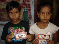 Photo 1, 2, 3. Confection de bracelets pour Raksha Bandhan - Photo 4. Mehandi : Shivani et Renu.
