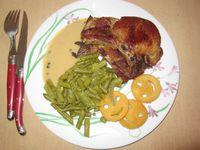 je commence par le classique, il y en a toujours au menu dans la semaine, et souvent le midi : biftek avec pommes de terre et chou, boudin blanc purée (maison bien sûr), côte de porc au poivre et ses petits légumes