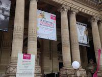 L'entrée et l'intérieur du Grand Palais...