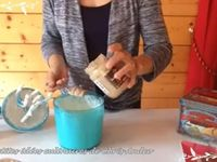 Verrines de crème fouettée au chocolat blanc &amp&#x3B; truffes au chocolat accompagnées de brochettes de fruits