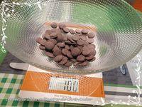Demi-lunes au chocolat, framboise &amp&#x3B; coulis de caramel