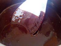 le nappage crème + chocolat , puis 2éme photo ajout du beurre et 3 éme photo le nappage est prêt