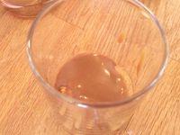 le montage du tiramisu : le biscuit puis la ganache simple et la préparation au mascarpone
