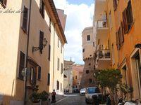 (1) Quartier populaire de Civitavecchia . (2) petit hotel en bord de mer à Corfou . (3) Petit port à Dubrovnik &#x3B; (4) Venise et ses gondoles .(5) Les façades fleurie de Split.(6)Le marché de kotor Monténégro.(7) La Mdina à Malte.(8)Un aperçu de la ville de Naples .(9)Petit port de Capri.(10)église San Paolo à Olbia en Sardaigne .