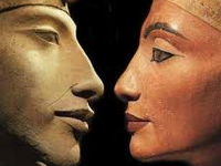 1/ Akhénaton,  2 & 3 /Akhénaton et Nefertiti,   4/ Nefertiti,   5/ Mérytaton