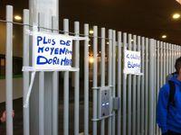L'alerte des parents d'élèves de Dora-Maar devant le collège ce matin