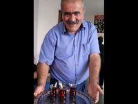 Metin Peşman était un des dirigeants de l'Association culturelle Pir Sultan Abdal, une très importante organisation alévie. Il a été inhumé à Tarsus (sud de la Turquie). Mesut Mak, au centre, était membre du Parti du travail EMEP et membre du conseil de direction du syndicat Tarım-Orman (agriculture et forêts) d'Izmir&#x3B; son frère Kenan Mak avait été assassiné en 1998 alors qu'il était étudiant à Bolu&#x3B; Mesut a été inhumé à Dersim (Tunceli) aux côtés d'Adil Gür (à droite, le portrait exposé lors des obsèques) qui était membre du Parti du travail à Dersim.