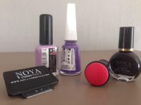 Manucure violette avec son stamping floral