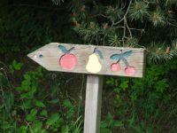 Le départ s'est fait à travers un parcours fruitier .... Dommage ce n'était pas la saison des pommes, ni des poires ... mais des cerises, si ! Pas vues ! Déjà le nez dans le guidon, nous filons à vive allure vers le Climont.