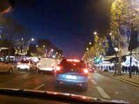 Balade en Nissan Leaf 30 KwH dans Paris, maison de Châteaubriand, Mairie de Versailles, les Champs Elysées: Ikea nous fait faire du sport pour illuminer l'allée !