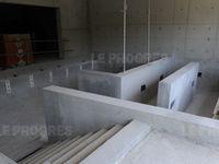 photos 1 et 2 : les extérieurs - photo 3 : bassin thermoludique - photo 4 : bassin avec parcours jets d'eau - photo 5 : bassin de rééducation