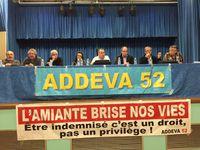 La salle - La tribune avec le bureau de l'Addeva 52 et François LAFFORGUE (TTLA) et Bernard LECLERC (CAVAM)