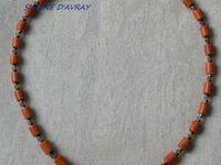 Création de bijoux : colliers signés Simone d'AVRAY, Paris.