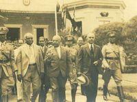 Collection Cidihca: 1- gravure guerre de l'indépendance&#x3B; 2- Occupation US&#x3B; 3- Trujollo, Vincent , Lescot 1935&#x3B; 4- Duvalier et militaires 1958&#x3B; 5- Duvalier à Fort-Dimanche&#x3B; Jodel Chamblain en 2004&#x3B; Minustha face à des manifestants 2015