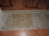 Anciennes dalles numérotées du cimetière disparu