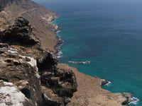 Pointe de l'extrême est de l'île, très dangereuse en bateau. C'est l'endroit où le golfe d'Aden rejoint l'océan indien et il y a beaucoup de récifs coraliens.