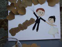 Un livre d'or pour votre #weddingday tout en originalité et en créativité ! Peint à la main et décoré de 50 cœurs à coller au fur et à mesure des messages rédigés par vos invités !