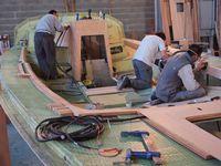 La construction d'un voilier RM de A à Z - l'habillage du pont et l'aménagement de la coque (2/3)