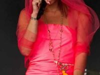 Photos: chanter ou montrer sa culotte, Lily Allen a fait son choix