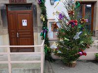 Monulment aux morts, dépôt de champignons, mairie à Noël