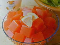 1) Café gélifié 2) Jus de tomates gélifié puis coupé en dés 3) Terrine de légumes avec bouillon gélifié (photos prises sur la notice à l'intérieur de ma boîte de Kantèn).