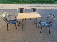 VENDU. 4 fauteuils Tolix T4 / Table Tolix 55.