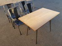 DISPONIBLES. 4 fauteuils T4 = 600€ la série de 4 pièces.  Table 55 = 350€.