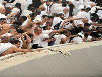"""Le rituel de la """"Lapidation de Satan"""", une des étapes du pèlerinage à la Mecque, est l'occasion d'une transe collective... et de bousculades et de piétinements. En 2015, il y a eu plus de 2 000 morts lors de ce rituel."""