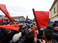 A Naples, des milliers de manifestants contre la politique de Renzi.
