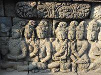 Borobudur... on dirait qu'il n'y a personne sur mes photos hein??? Et bien c'est un leurre!