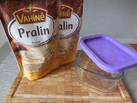 Prendre votre sachet de pralin (poudre), le passer au mixeur jusqu'à obtenir une préparation lisse et souple. Votre praliné est prêt !!. Vous pourrez le conserver au réfrigérateur plusieurs mois dans un récipient en verre fermé hermétiquement.