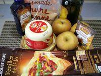 1 - Peler et évider les 5 pommes, les couper en lamelles. Faire fondre 50 gr de beurre dans une poêle et laisser rissoler les pommes dedans quelques minutes. Ajouter le sucre vanillé, mélanger. Verser la cuil. d'eau de fleur d'oranger. Chauffer la moitié de l'Armagnac, flamber et verser sur les pommes. Eteindre le feu et réserver.