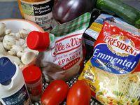 1 - Bien nettoyer et laver les moules. Emincer 1 échalote et 1 gousse d'ail. Verser les moules dans une grande casserole, ajouter l'ail et l'échalote, saler poivrer et verser les 5 cl de Pineau blanc. Faire cuire jusqu'à ouverture des moules (remuer au besoin pendant la cuisson). Hors du feu, rajouter les 2 cuil. à soupe de crème fraîche et mélanger. Réserver le jus de cuisson des moules après l'avoir filtré.
