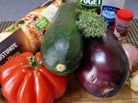 1 - Emonder la tomate, l'épépiner et la couper en petits dés. Détailler également en petits cubes la courgette et l'aubergine en gardant la peau. Peler et émincer les échalotes.