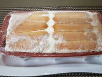 3 - Ajouter les dés de nectarine. Recouvrir du reste de la préparation au fromage blanc et terminer par le reste des biscuits en tassant un peu. Bien rabattre le film alimentaire sur les biscuits et mettre au réfrigérateur toute une nuit. Démouler la terrine sur une assiette à dessert. Couper en fines lamelles la nectarine restante. Répartir les tranches sur la terrine et décorer de quelques feuilles de menthe. Déguster bien frais.