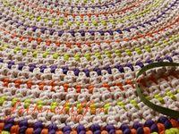 Um tapis crocheté en trapilho ...