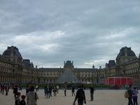 La place de la Concorde et le Louvre.