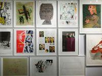 Mur d'oeuvres inspirées par Picasso, Warhol, Christo, Tinguely, Arman, Twombly, Lichtenstein, Wilfredo Lam, Alechinsky, Tapies, Hockney, Rauschenberg, Pignon, Niki de St Phalle etc......