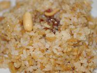 Riz sauté ail, cacahuètes et mélasse de grenade