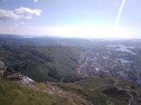 Premier panorama depuis le sommet. On voit bien la ville quand même, et la montagne juste en face est celle sur laquelle on était 2 semaines plus tôt !