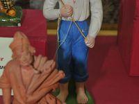 Pêcheurs et chasseurs anciens signés par des santonniers disparus, prêtés par des collectionneurs : pêcheur sicilien de Bossetti - pêcheur de Tonite Aubagne - pêcheur céramique de Marthe Cayol - pêcheur plâtre de Fernand Volaire - Cliquer sur les photos pour les agrandir et les faire défiler.