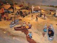 La Camargue et l'arrivée de la pêche aux Saintes Maries de la Mer, une grande scène d'Arlette Bertello qui décore des pièces uniques d'Henri Vezolles&#x3B; roulotte de Gayraud d'Agnel - Cliquer sur les photos pour les agrandir et les faire défiler.