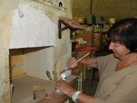 Réunions de travail autour de Philippe, pendant ce temps à l'atelier Gérard et Arlette préparent les décors de la crèche de Lise Bergerr
