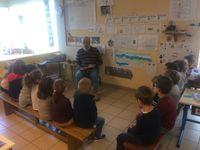 Rencontres intergénérationnelles à la maternelle.