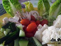 Recette : salade de crudités et sauce tzatziki légère