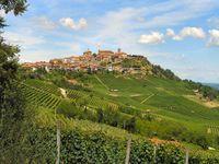 La Morra magnifique village médiéval du 12e s d'ou l'on peut admirer un beau panorama sur les Langhe et le Tanaro