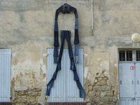 EN AVOIR OU PAS...de l'équilibre...du poil aux pattes...de la laine sur le dos...le bras long...